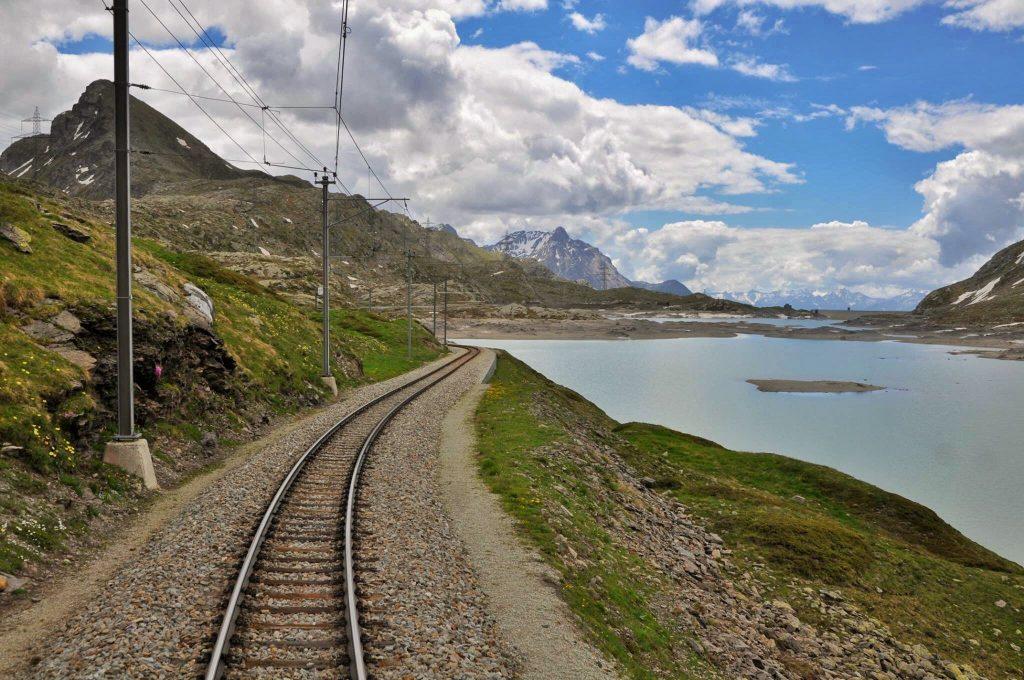 Trenino rosso del Bernina Express: orari, prezzi, quando andare e tante informazioni utili