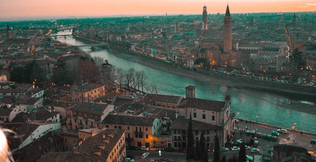 Verona: cosa vedere, dove parcheggiare e dove fare shopping.