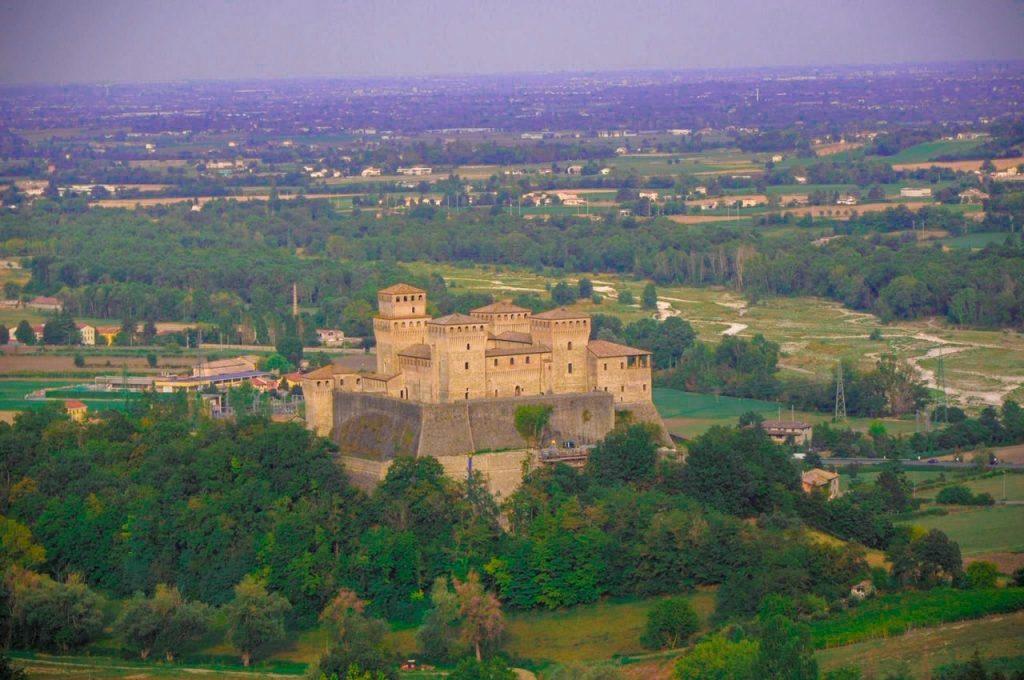 Vista sul Castello di Torrechiara informazioni utili