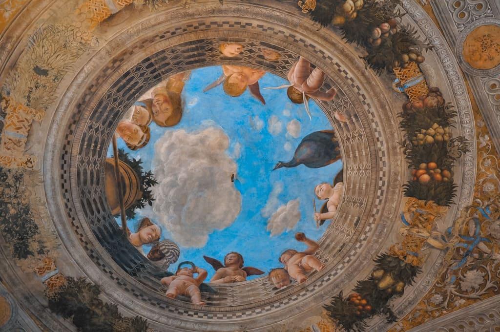 soffitta della camera degli sposi all'interno del palazzo ducale a Mantova