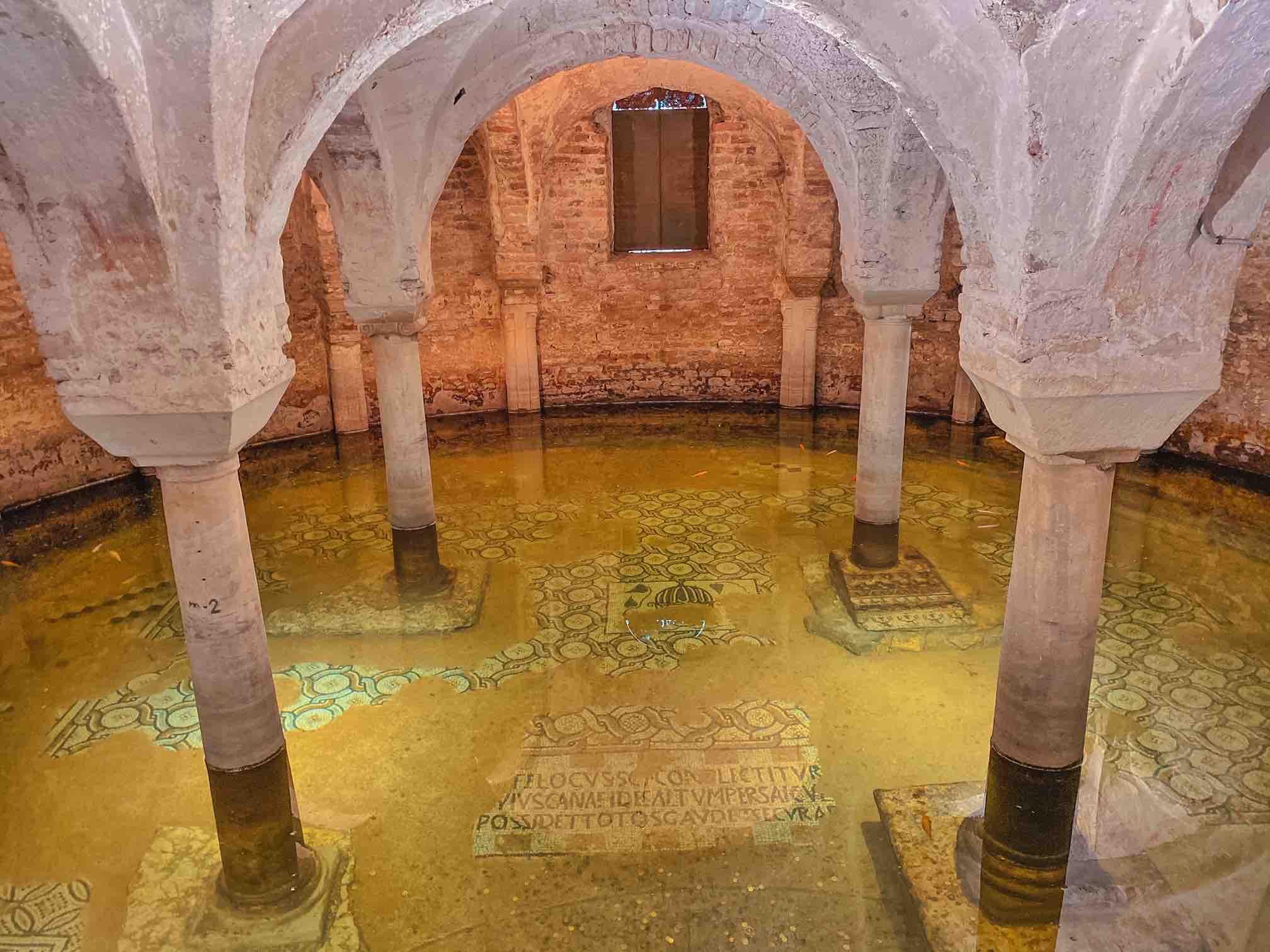 cripta sommersa della chiesa di San Francesco da vedere in due giorni a Ravenna
