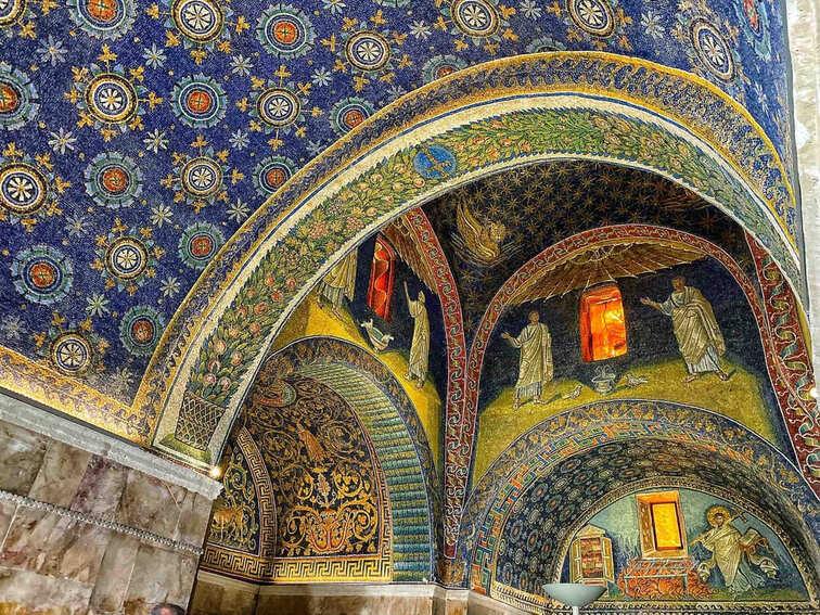 Mosaici all'interno del mausoleo di Galla Placidia da vedere a Ravenna in due giorni
