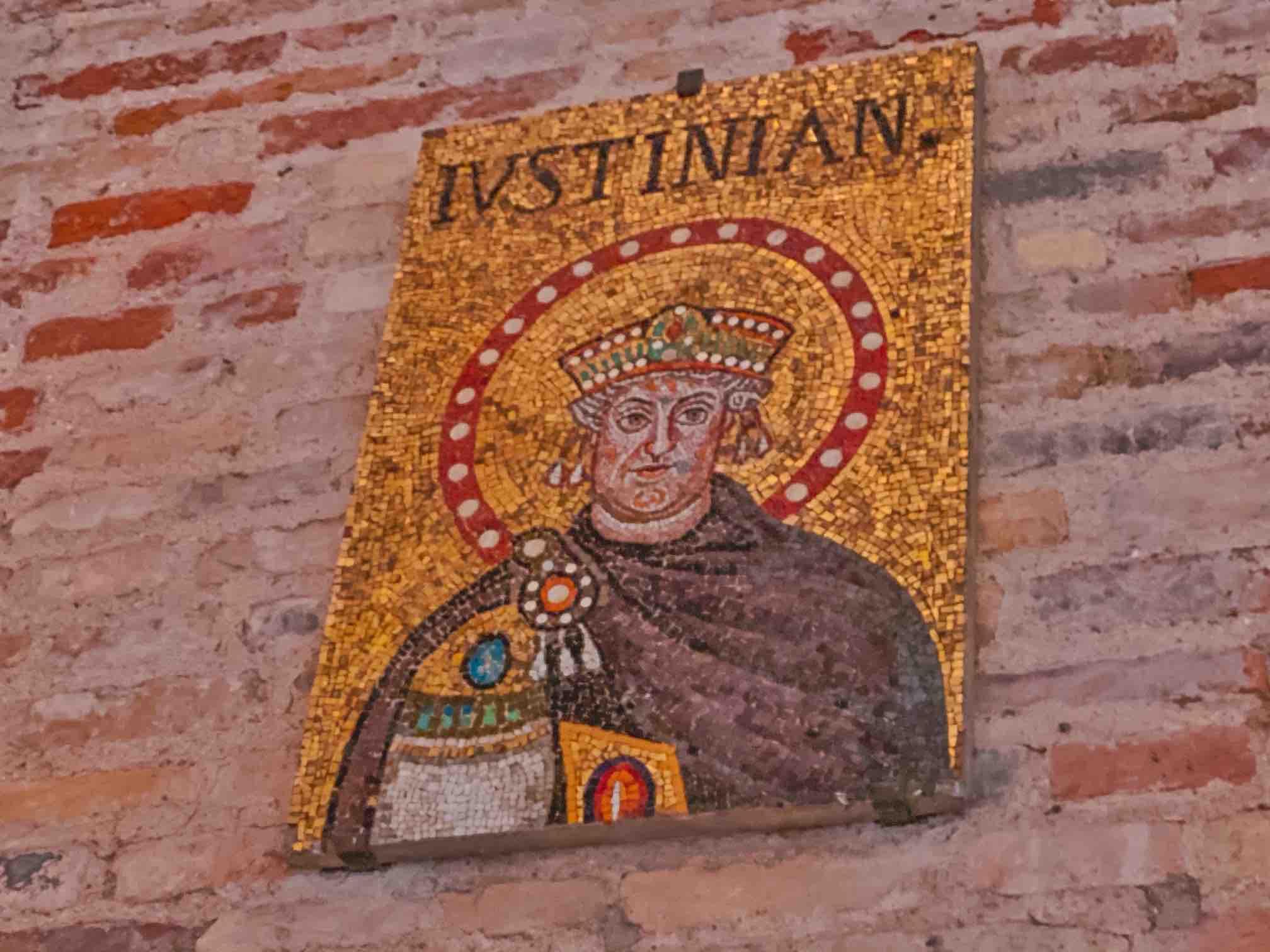 dettaglio di un quadro in mosaico da vedere a Sant'Apollinare Nuovo a Ravenna