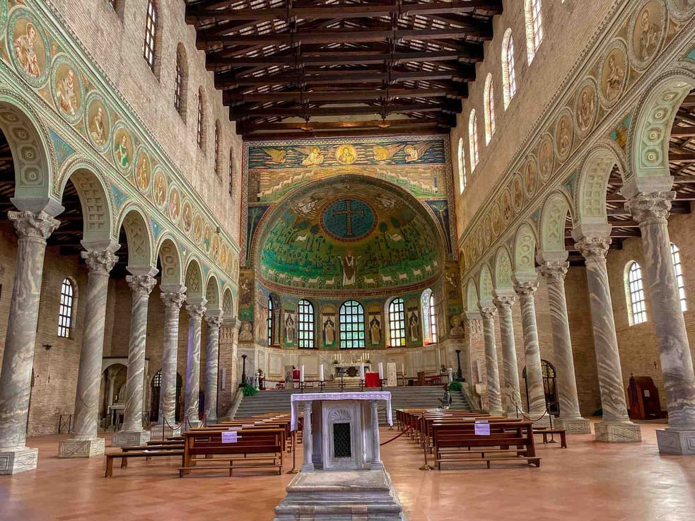 interno Sant'Apollinare in classe da vedere in due giorni a Ravenna