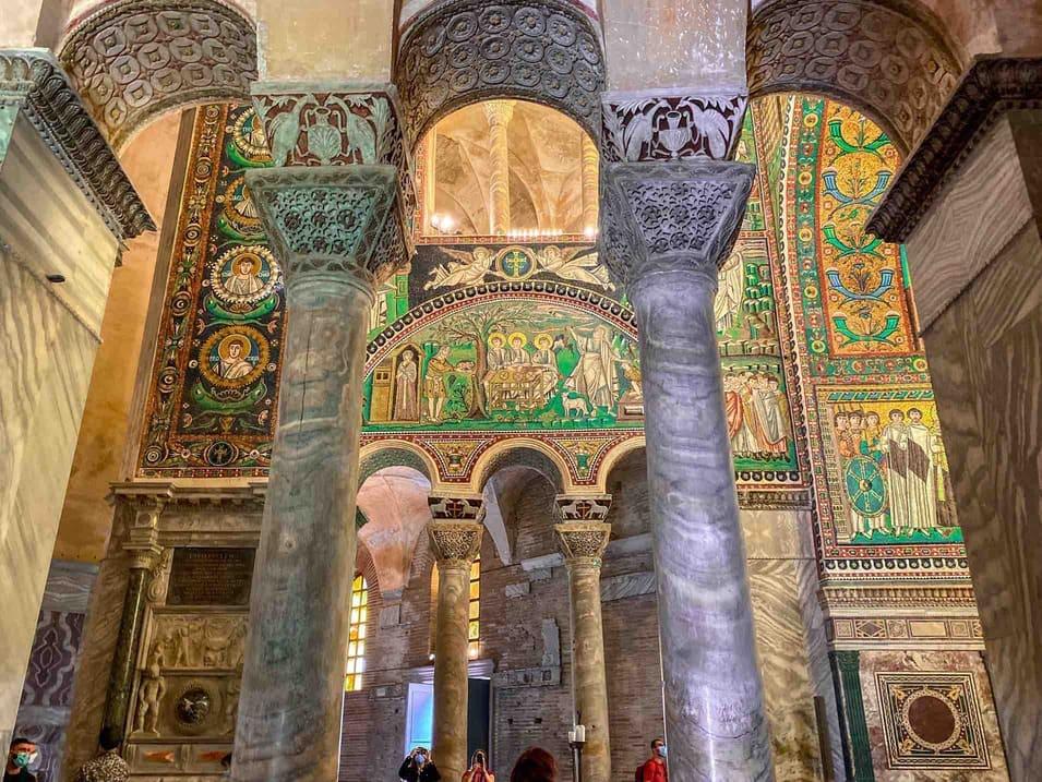 Colonne e mosaici bellissimi della Basilica di San vitale a Ravenna da vedere in 48 ore