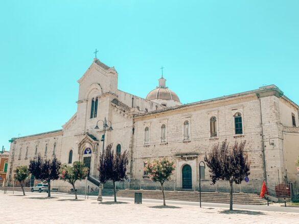 Bellissima chiesa di San Domenico nella Piazza Vittorio Emanuele II di Giovinazzo