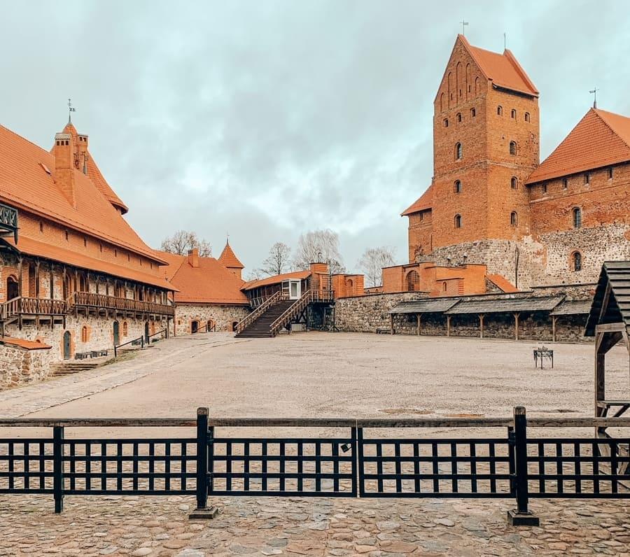 interno del castello di Trakai in Lituania