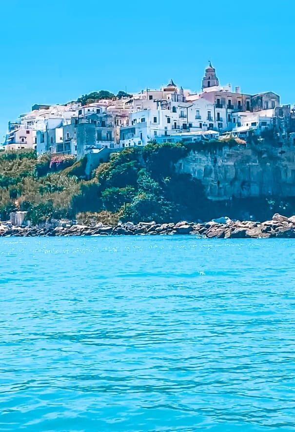 vista panoramica del centro storico dal mare